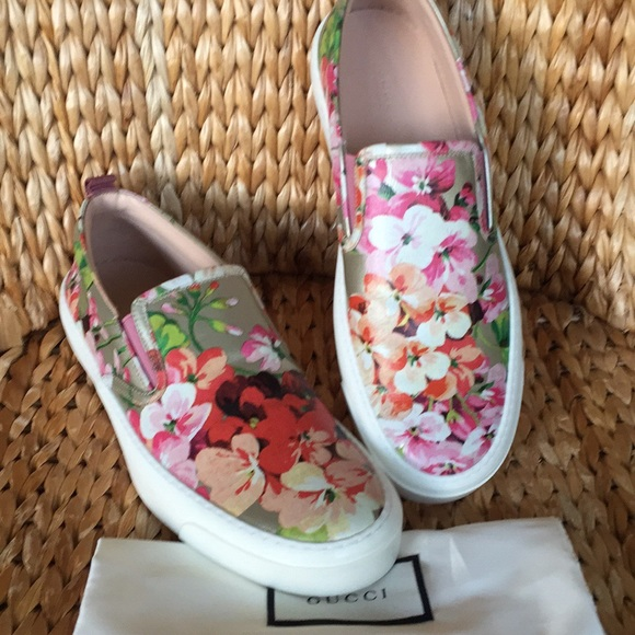 8efdbff30 Gucci Shoes | Nib Blooms Floral Sneaker Trainer 10b 40m | Poshmark